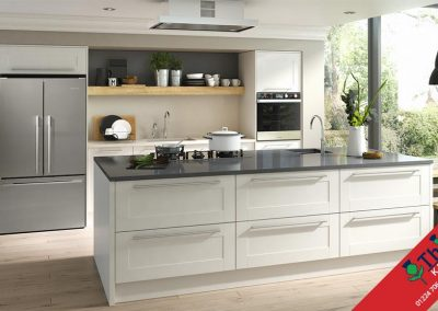 British Kitchens Aberdeen, Aberdeenshire: Sheraton Kitchens Broad Style Ivory