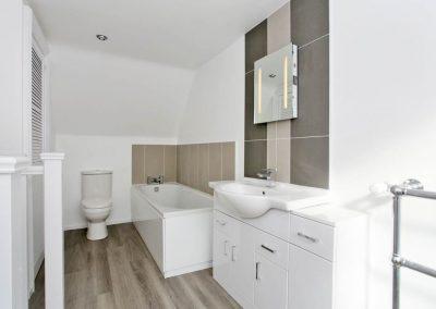 Cranfield 6-Bedroom Farmhouse Conversion: Bathroom