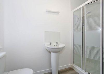 Cranfield 6-Bedroom Farmhouse Conversion: Master Bedroom En-Suite