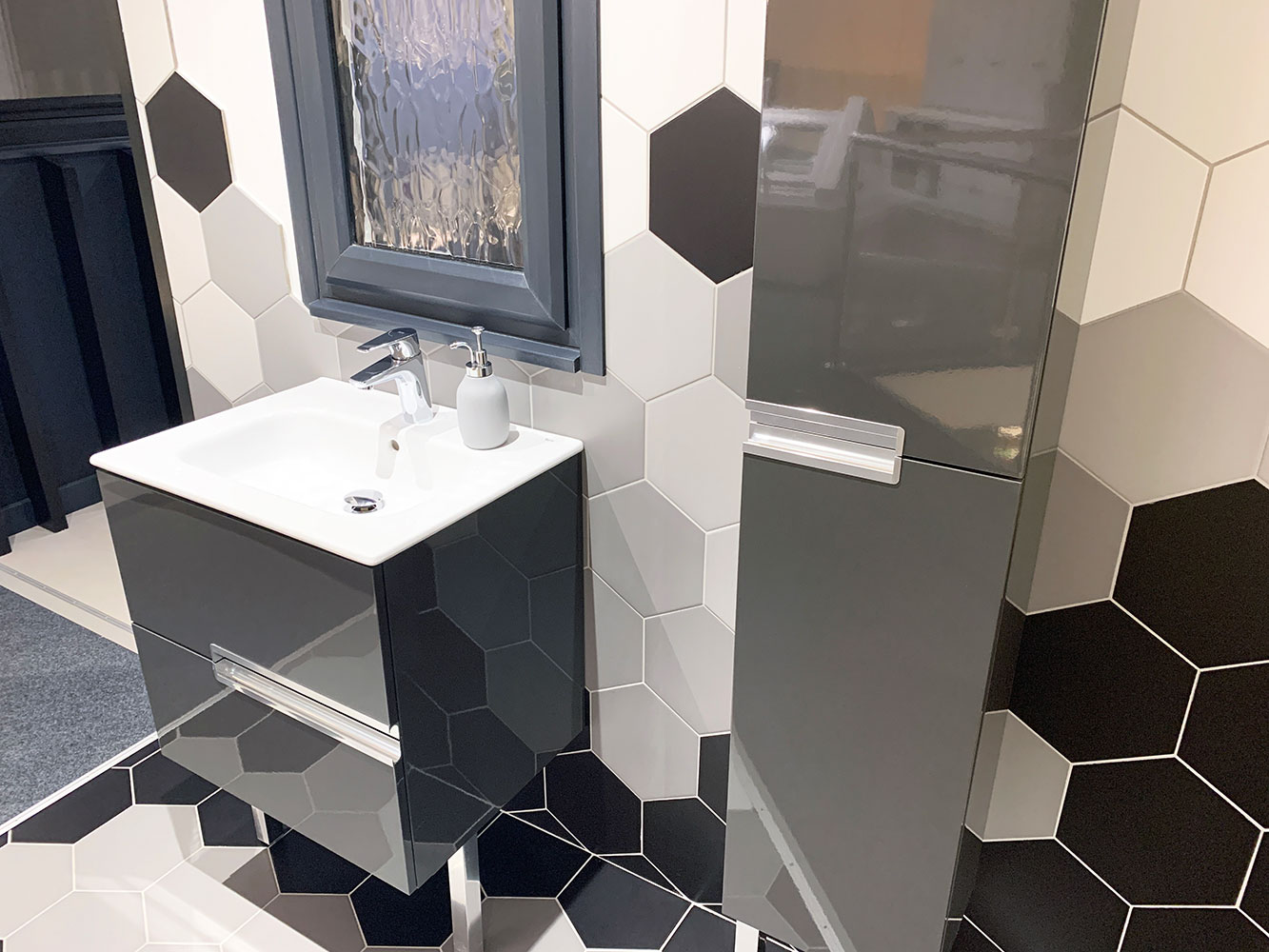 Thistle Bathroom Showroom Aberdeen: Bathroom Gallery 2, Photo 2