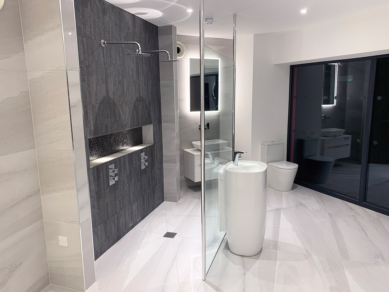 Bathroom Showroom Aberdeen: Bathroom Gallery 6, Photo 1