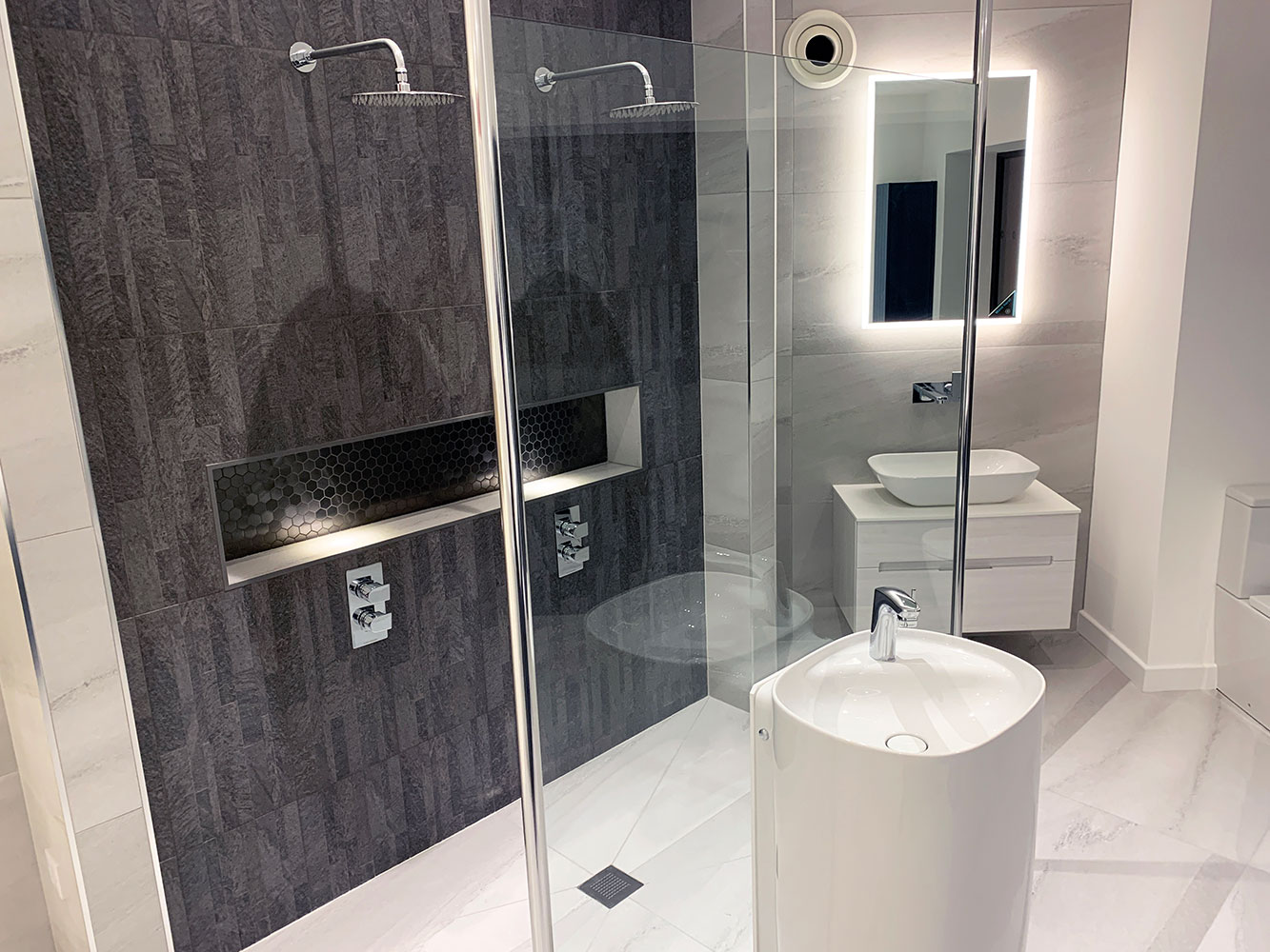 Bathroom Showroom Aberdeen: Bathroom Gallery 6, Photo 2