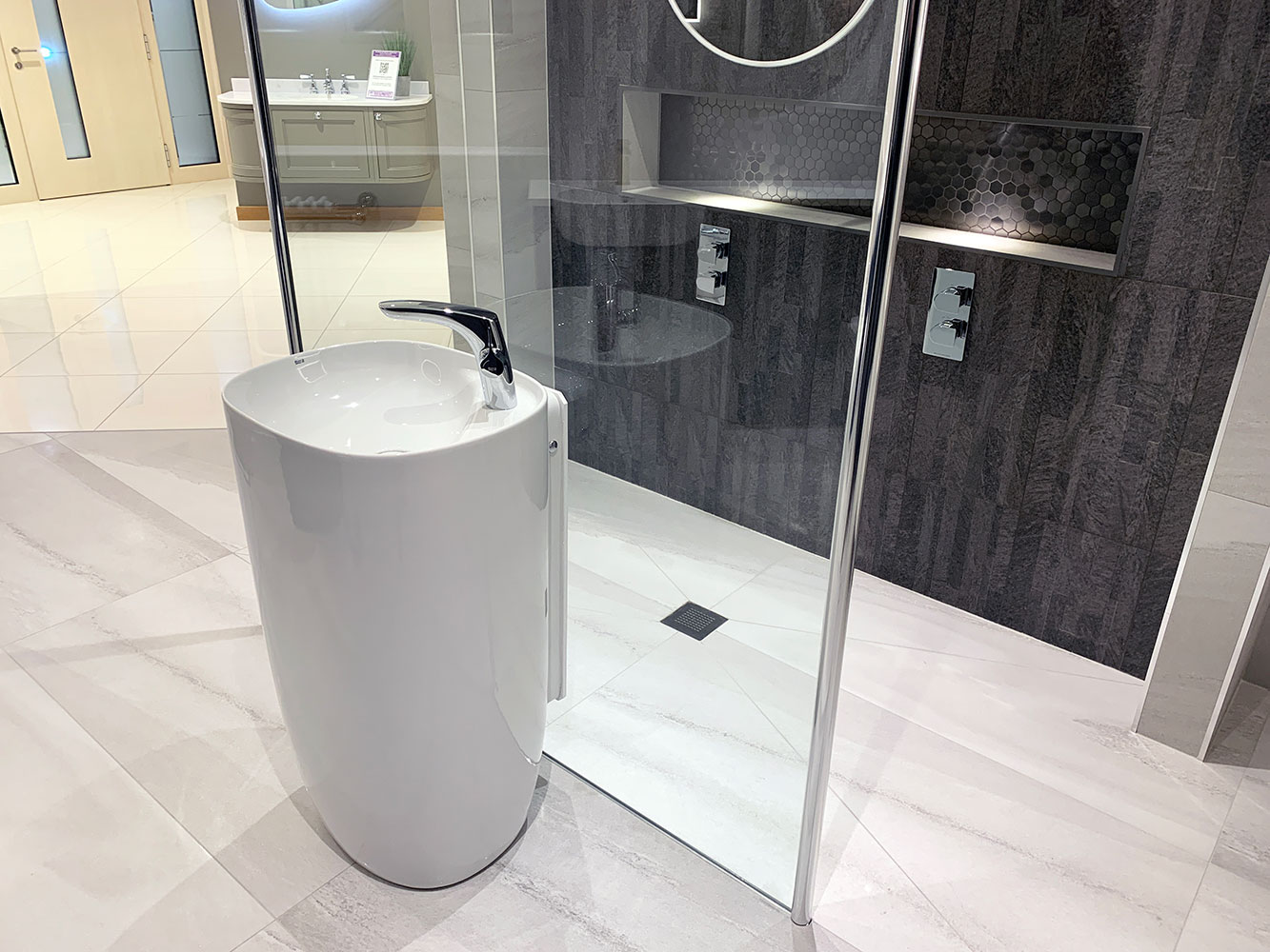 Bathroom Showroom Aberdeen: Bathroom Gallery 6, Photo 3