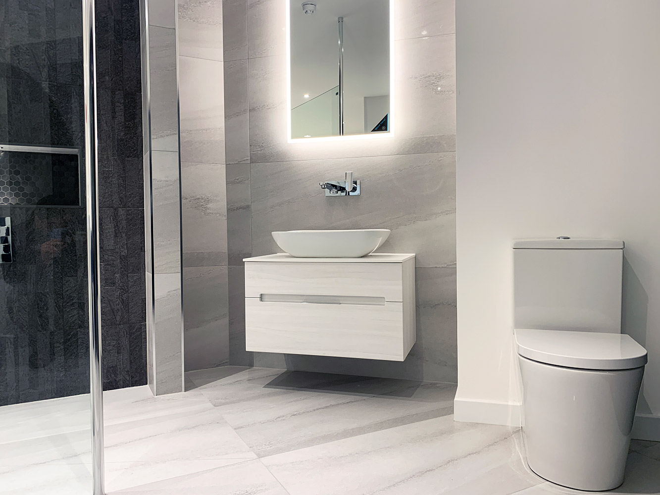Bathroom Showroom Aberdeen: Bathroom Gallery 6, Photo 7